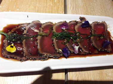 Tataki de atún rojo con mahonesa de Wasabi | Restaurante Os Cachivaches, Lugo