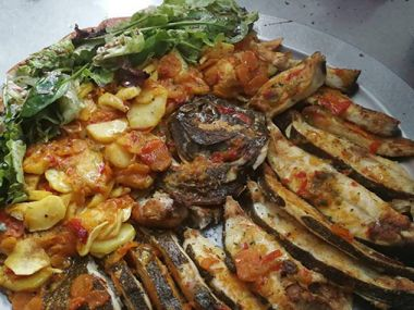 Coruxo al horno con patatas panadera para 4 personas | Restaurante Ollares da Ría, Sanxenxo